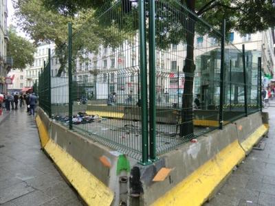 7-recinzione-per-circoscrivere-i-rom-in-rue-pasteur