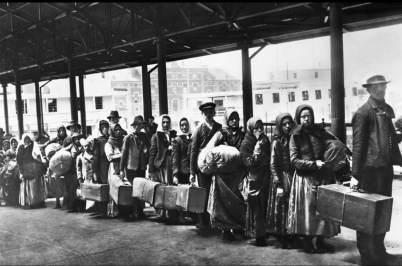 13 Migranti a Ellis Island 1892